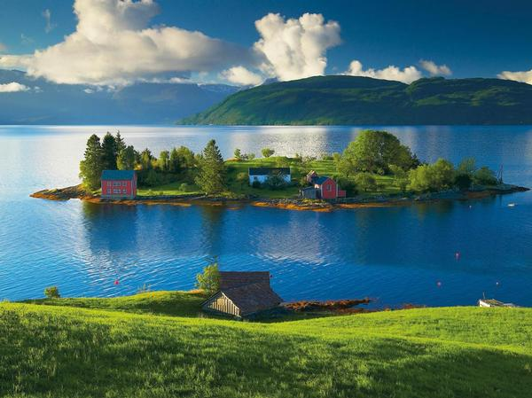 Island in Hordaland, Norway Mountains Jigsaw Puzzle