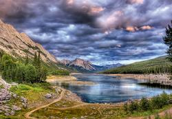 Medicine Lake, Canada,  2000 pcs Lakes / Rivers / Streams Jigsaw Puzzle