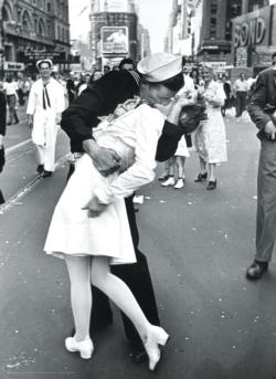 Kissing on VJ Day -  LIFE Magazine Photography